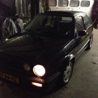 Golf 2 met USLights in schuur