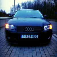 Audi A3 in de avond, boze blik