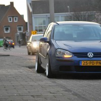 VW Golf 5 met USLights in straatbeeld