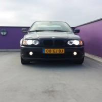 BMW e46 met USLights op parkeerdek
