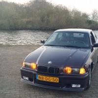 BMW e36 met M nieren en USLights