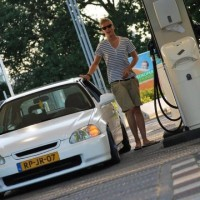 Honda Civic bij tankstation