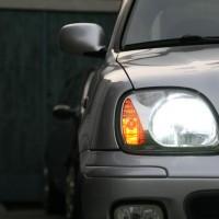 Nissan Micra met USLights en xenon aan