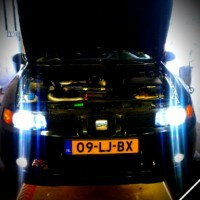 Seat Leon met USLights en xenon, motorkap open