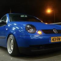 VW Lupo met USLights in blauw en donkere koplampen