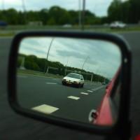 VW Passat met USLights in spiegel