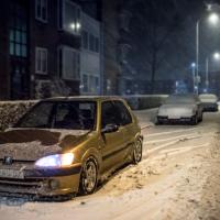 Peugeot 106 in de sneeuw met USLights