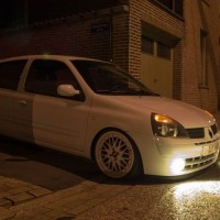 Renault Clio met USLights in wit