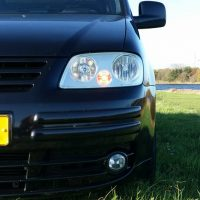 VW Caddy met USLights in gras