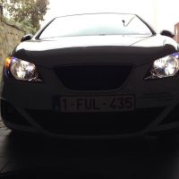 Seat Ibiza met USlights in garage