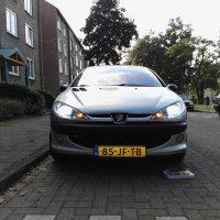 Peugeot 206 met USLights op parkeerplaats