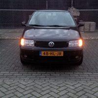 Polo 6N2 met USLights op parkeerplaats