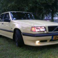 Volvo 850 T5 R 2.3 AUT met USLights aan