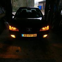 Peugeot 306 met USLights en gele mistlampen