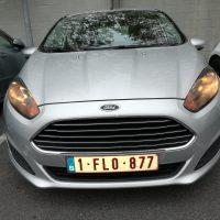 Ford Fiesta met USLights aan schemer