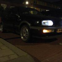 VW golf 3 met USLights op parkeerplaats nachtfoto