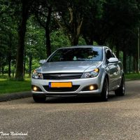 Opel Astra GTC met USLights moving shot