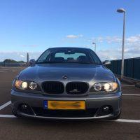 BMW e46 3 facelift coupe met USLights aan