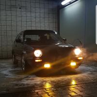 USLights in VW Golf 2 met mistlampen aan