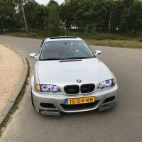 BMW e46 met Purple Eyes en USLights