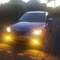 Mazda 3 Blue met USLights en gele mistlampen aan