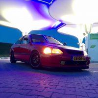 Honda Civic Coupe met USLights bij tankstation