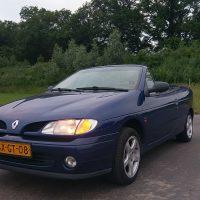 Renault Megane Cabrio met dak open en USLights aan
