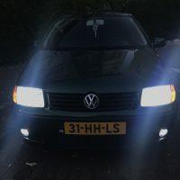 VW Polo 6N2 met USLights aan en xenon en mistlampen in Amsterdam