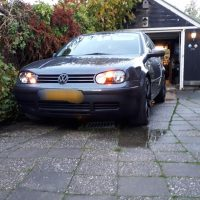 VW Golf 4 metal grey met USLights aan