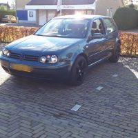 VW Golf 4 met USLights aan, kleur metal grey