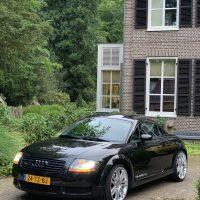 Audi TT Quattro coupe met USLights aan