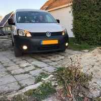 VW Caddy met USLights en mistlampen aan