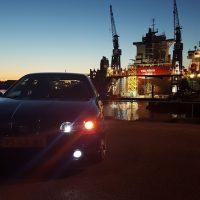 Seat Leon met USLights in de haven, verlaagd en dikke wielen