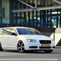 Volvo V70 white met USLights and xenon projector headlights