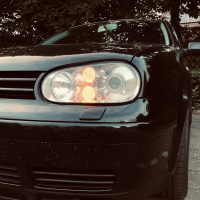 Volkswagen Golf 4 met R32 koplampen met USLights ingeschakeld