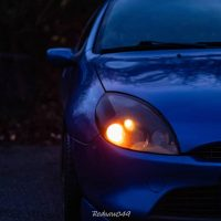 Ford Puma blauw met USLights aan